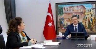 Milli Eğitim Bakanı Selçuk uzaktan eğitimde rol oynayan anne ve babalar ile görüştü