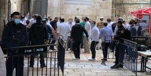 Fanatik Yahudiler yine İsrail polisi himayesinde Mescid-i Aksa'ya baskın düzenledi
