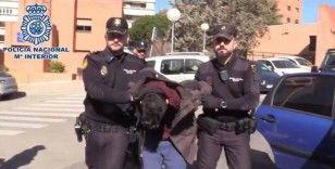 Annesini öldürüp cesedini yemekle suçlanan İspanyol, hakim karşısında