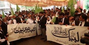 Pakistan'da avukatlardan Fransa karşıtı protesto