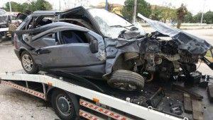 Antalya'da kontrolsüz kavşakta feci kaza