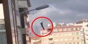 Avcılar'da bir kişi 5 katlı binadan atladı