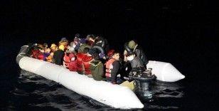 Çanakkale ve Balıkesir açıklarında Türk kara sularına geri itilen 105 sığınmacı kurtarıldı