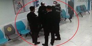 Sokakta darp edilen şahsın hastanede polise tokat atma anı kamerada