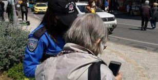 """Kadıköy'de polis ekiplerinden kadınlara """"KADES"""" bilgilendirmesi"""