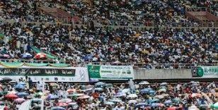 Tanzanya'da halk Kuran-ı Kerim yarışması için stadyuma akın etti