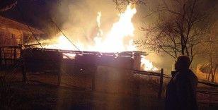 Kastamonu'nun Pınarbaşı ilçesinde çıkan yangında 2 kişi hayatını kaybetti