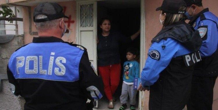 Polis 'maske cezası' dolandırıcılığına karşı kapı kapı dolaşıp uyardı