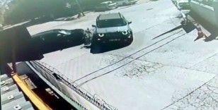 Otomobilin çarptığı cip devrildi: O anlar kamerada