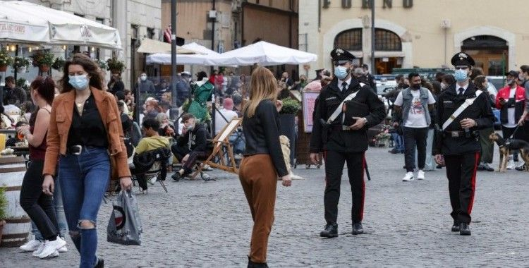 İtalya'da son 24 saatte 10 bin 404 yeni vaka