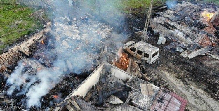 2 kişinin öldüğü, 3 evin yandığı yangının boyutu gün ağarınca ortaya çıktı