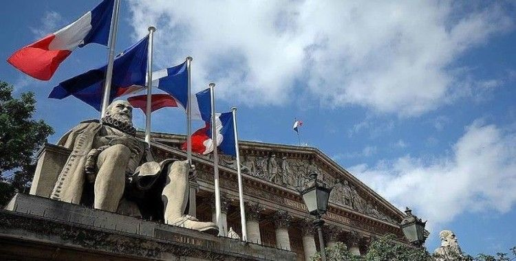 Fransa'da hükümet yeni terörle mücadele yasasını bakanlar kuruluna sunuyor
