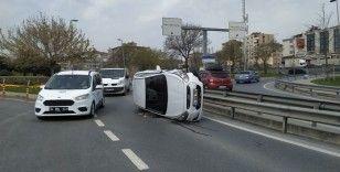 Avcılar'da bariyerlere çarpan otomobil yattı: 1 yaralı