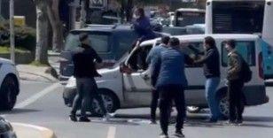 Çekmeköy'de trafik kavgası: Tekmeler, yumruklar havada uçuştu