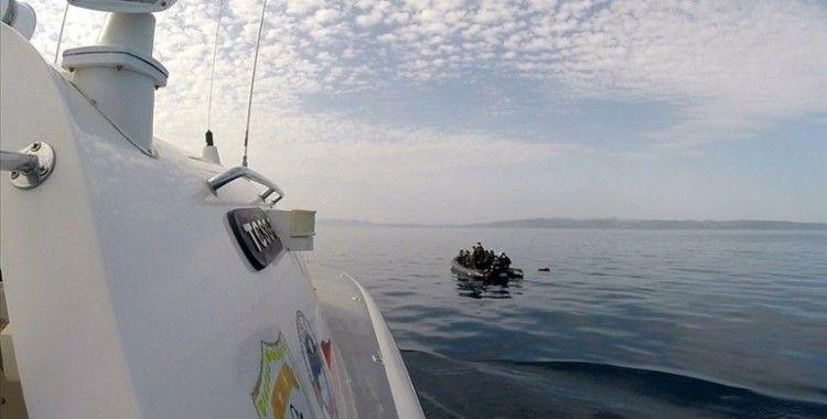 Balıkesir açıklarında Türk kara sularına geri itilen 63 sığınmacı kurtarıldı