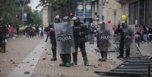 Kolombiya'da binlerce kişi hükümet karşıtı protestolar düzenledi