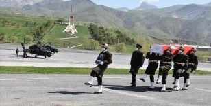 Pençe-Yıldırım operasyonlarında şehit olan asker için Hakkari'de tören düzenlendi