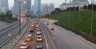 İstanbul'da 'tam kapanma' öncesinde şehir dışına çıkmak isteyenler nedeniyle trafik yoğunlaştı