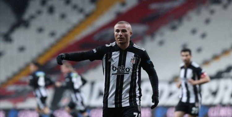 Beşiktaş'ta Gökhan Töre'nin sağ uyluk iç adalesinde gerilme bulguları saptandı