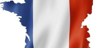Fransa'da darbe çağrışımı yapan bildiriyi imzalayan askerlere yaptırım uygulanacak
