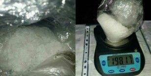 İzmir'de bir kadının saç boyası kutusundan uyuşturucu çıktı