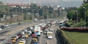 Tam kapanmanın ilk gününde 15 Temmuz Şehitler Köprüsünde trafik yoğunluğu