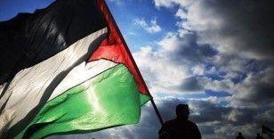Uzmanlar Filistin seçimlerinin ertelenmesini 'bölünme eksenine dönüş' olarak değerlendiriyor