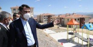 Bakan Kurum, Elazığ'da deprem konutlarında incelemelerde bulundu: 8 bin konutu vatandaşlarımıza teslim ettik