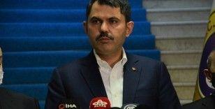 """Çevre ve Şehircilik Bakanı Kurum'dan """"1 Mayıs"""" kutlaması"""