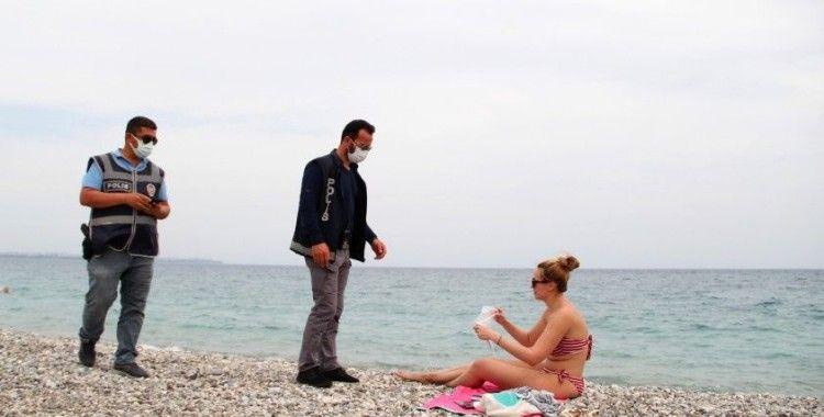 Antalya polisinden sahildeki turistlere de sıkı denetim