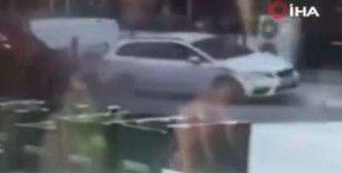 Boş yolda park halindeki araca çarpıp takla attı, kaza anı kameraya yansıdı