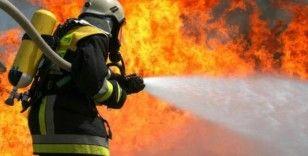 Pendik'te 20 metrelik yatta yangın paniği
