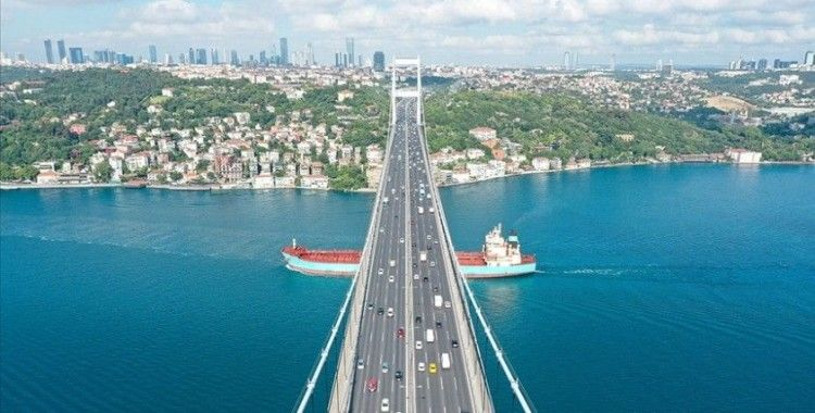 Türk boğazlarından 3 ayda 19 bin 673 gemi geçti