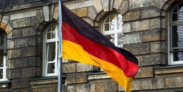 Almanya'da 'NSU 2.0' imzalı tehdit mektuplarıyla ilgili soruşturmada aşırı sağcı bir kişi gözaltına alındı