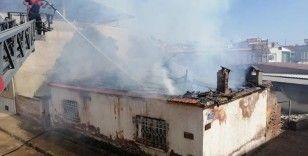 Nazilli'de metruk binadaki yangın söndürüldü