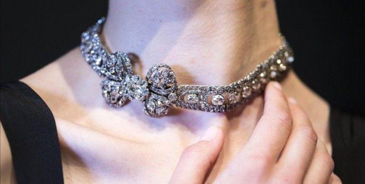 Dünyanın en büyük takı üreticilerinden Pandora, ürünlerinde saf elmas yerine yapay elmas kullanacak