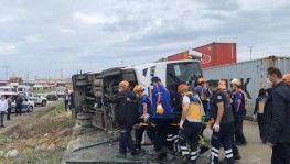 Bursa'da işçileri taşıyan servis aracı devrildi