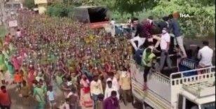 Hindistan'da yüzlerce kadın dini tören için Covid-19'u hiçe saydı
