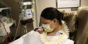 Hamile olduğunu bilmeyen yolcu uçakta doğum yaptı