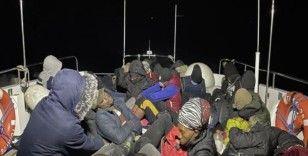 Balıkesir açıklarında 30 düzensiz göçmen kurtarıldı