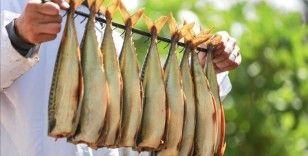 Tütsülenmiş Ringa balığı Gazze'de bayram sofralarını süslemeye hazırlanıyor
