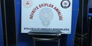 Aydın'da bir evden servet çalan hırsızlar tutuklandı