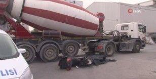 Ataşehir'de feci kaza: Beton mikserinin altında kalan motosikletli hayatını kaybetti