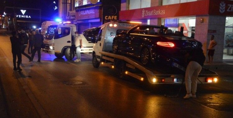 Avcılar'da makas atan otomobil bankaya girdi