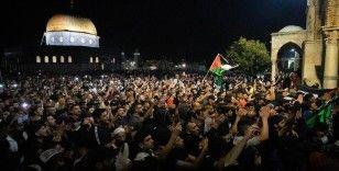 İsrail polisi sabah namazı sonrası Mescid-i Aksa'dan çıkan cemaate müdahale etti: 10 yaralı