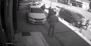 İstanbul'da motosikletli kapkaççı dehşeti kamerada