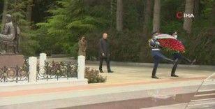 Merhum Cumhurbaşkanı Haydar Aliyev doğumunun 98. yıldönümünde mezarı başında anıldı