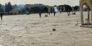 Filistin Kızılayı: İsrail polisi Mescid-i Aksa'daki müdahalesinde 180'den fazla kişiyi yaralandı