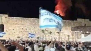 Fanatik Yahudilerden Mescid-i Aksa'daki yangın sırasında tepki çeken dans