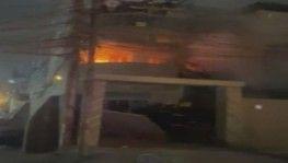 Irak'ta protestocular İslami Davet Partisi binasını ateşe verdi